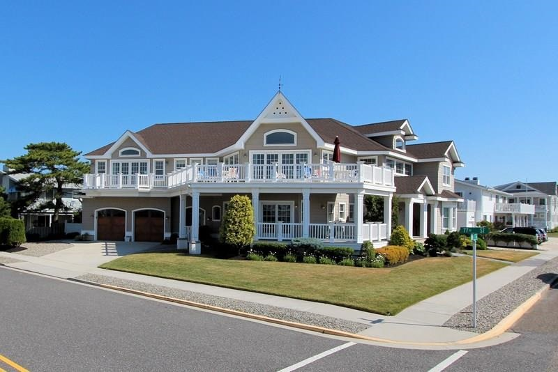 7698 Dune Drive - Picture 1