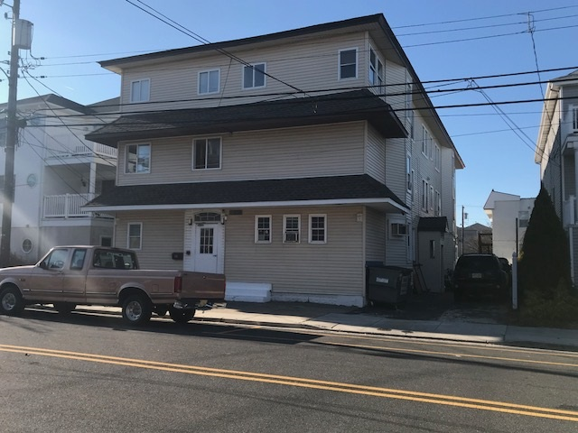 228-230, 3300 Pacific Garfield, Wildwood