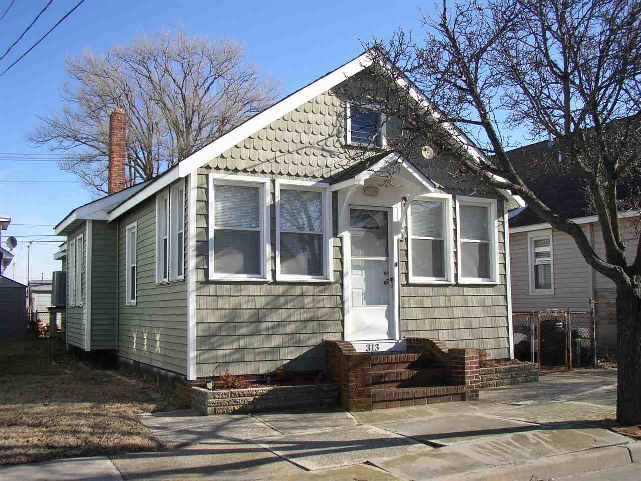 313 Juniper, Wildwood