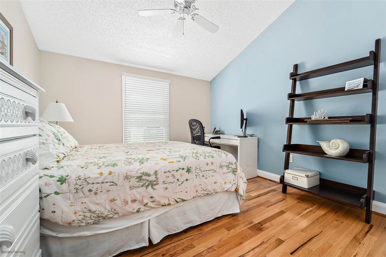 137 57th Street East Unit - Picture 23