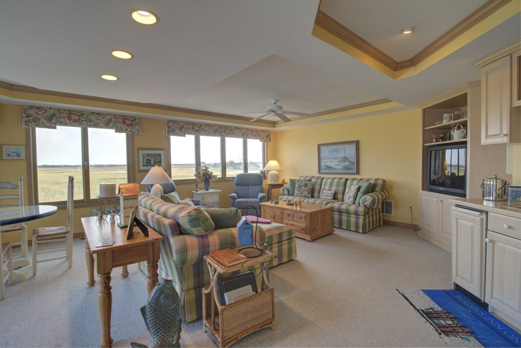 9 N Pelican Drive - Picture 4