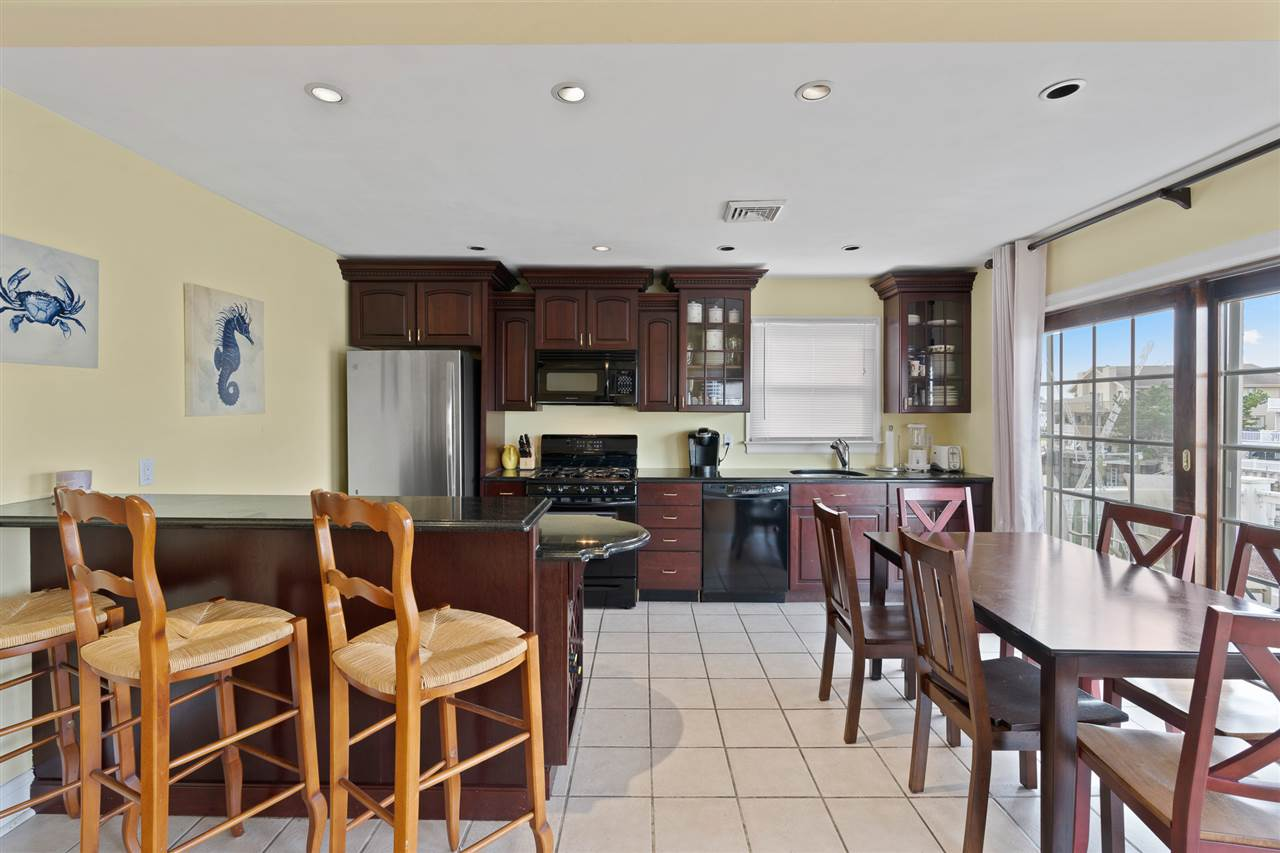 2110 Ocean Drive - Picture 11