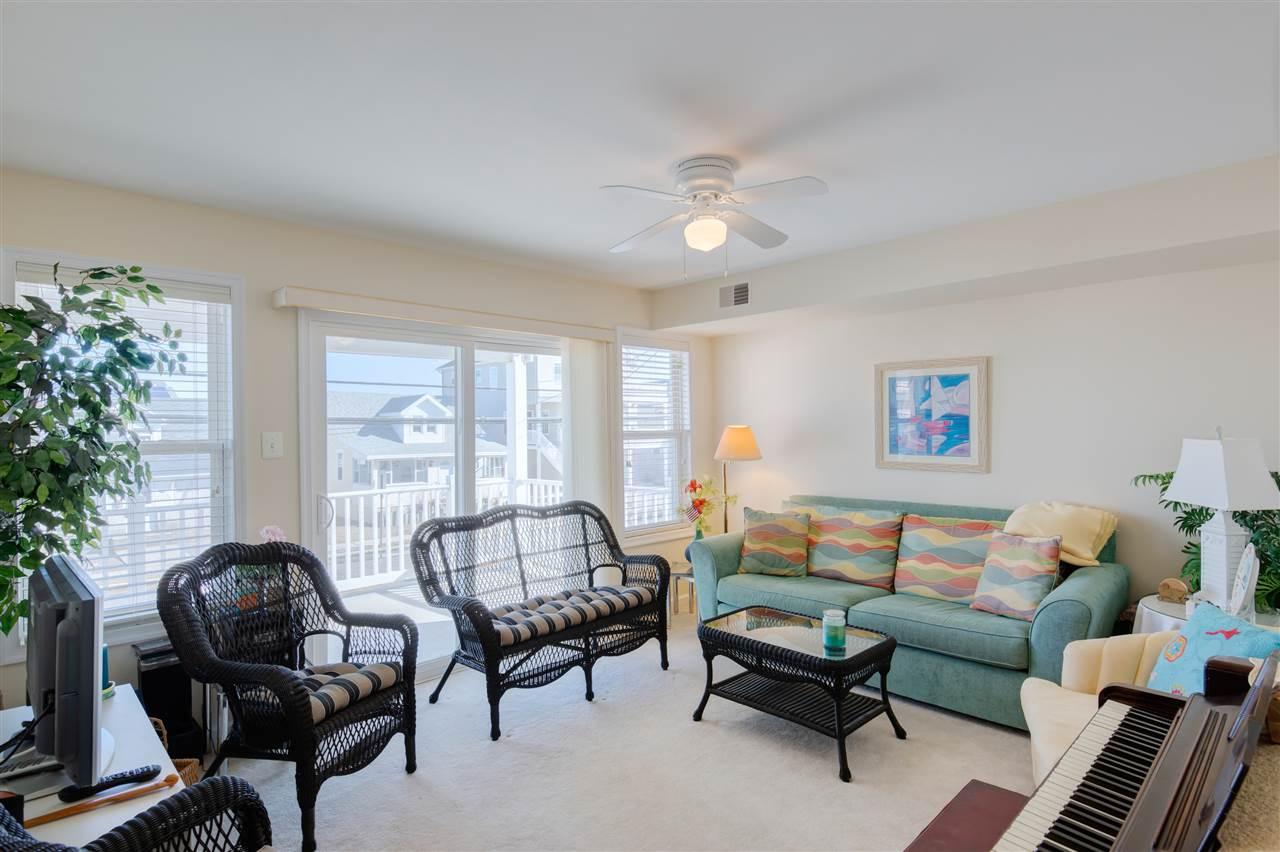 636 W Glenwood Avenue - Picture 2