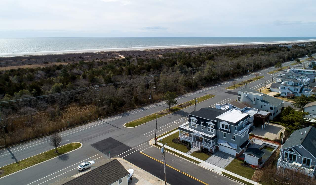 4656 Dune Drive - Picture 3