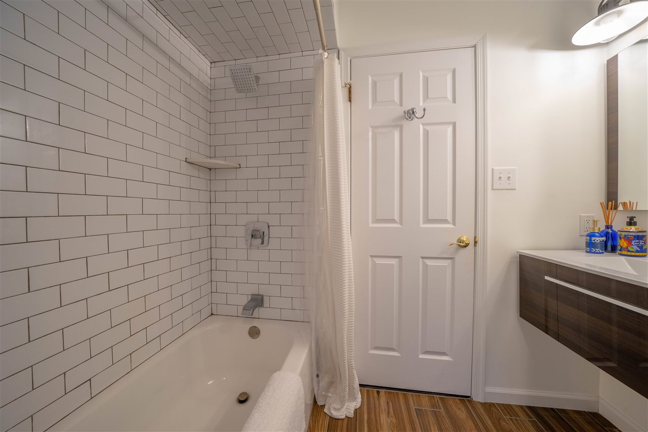 1668 Ocean Drive - Picture 12