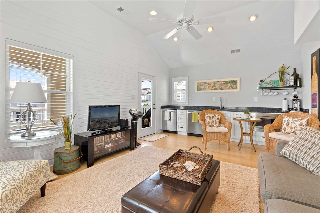 10014 Sunset Drive - Picture 4