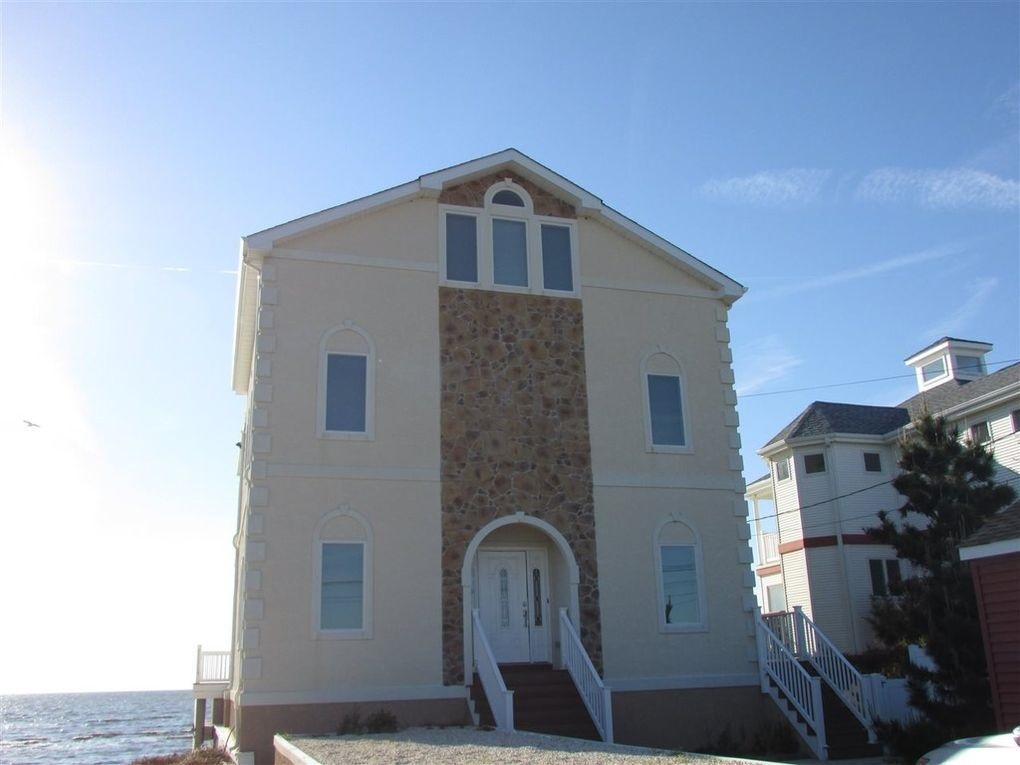 145 Beach Avenue - Picture 2