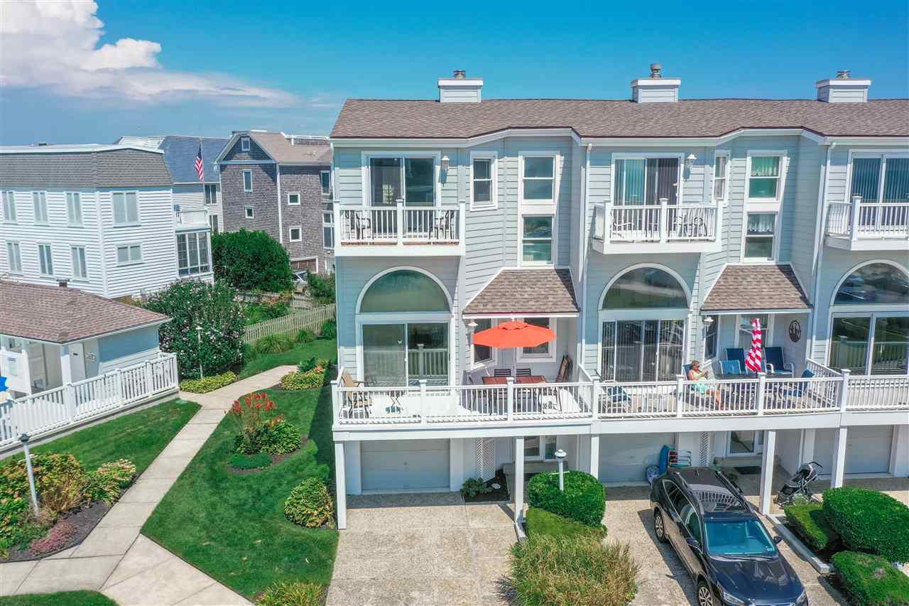 1621 Beach Avenue - Picture 1