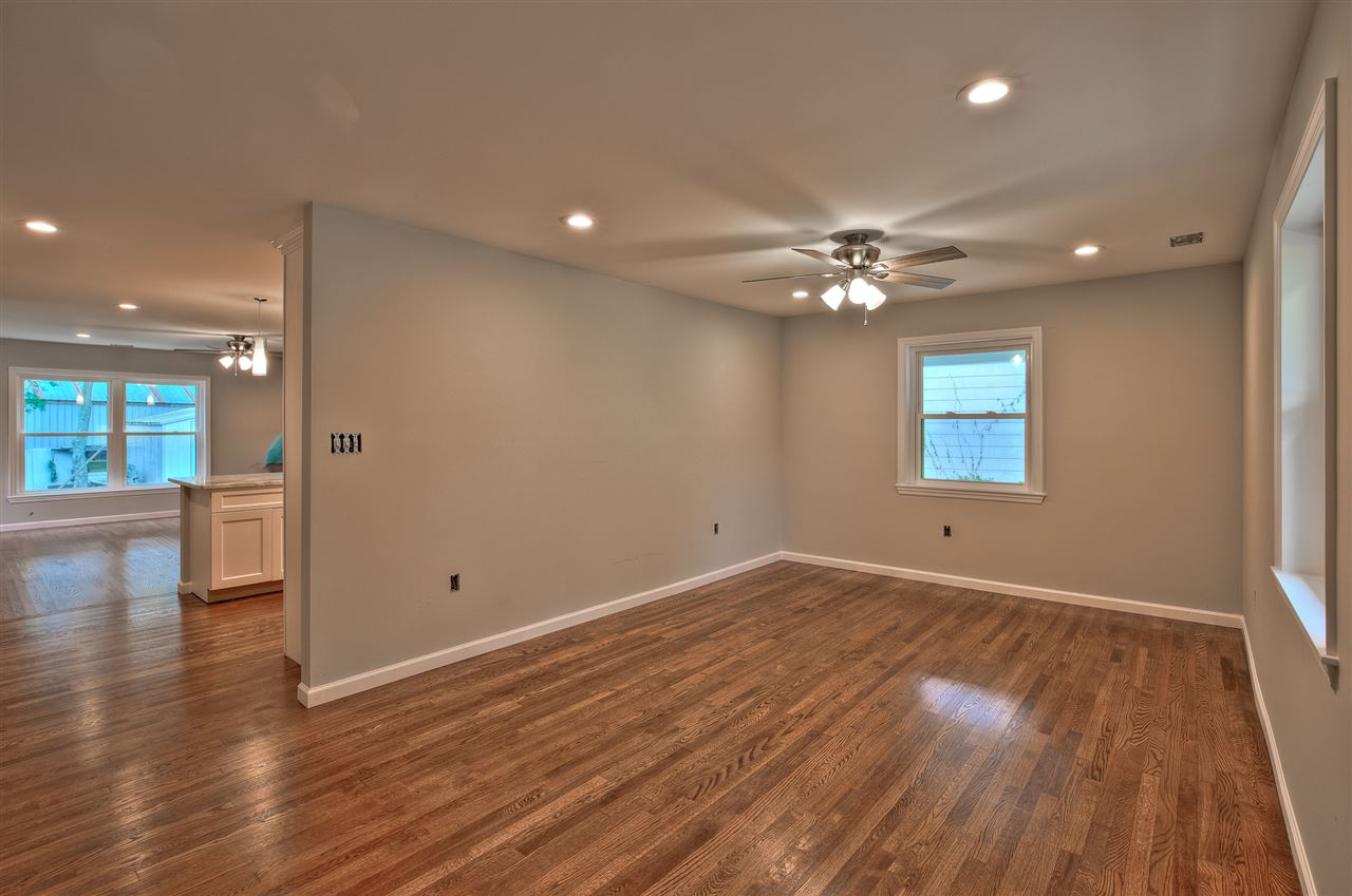 702 Bennett Road  - Picture 2