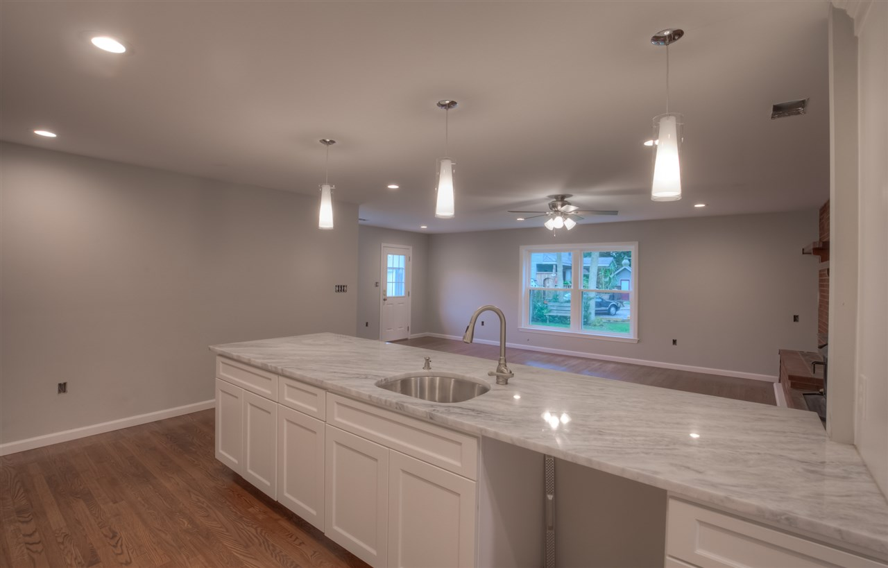 702 Bennett Road  - Picture 5