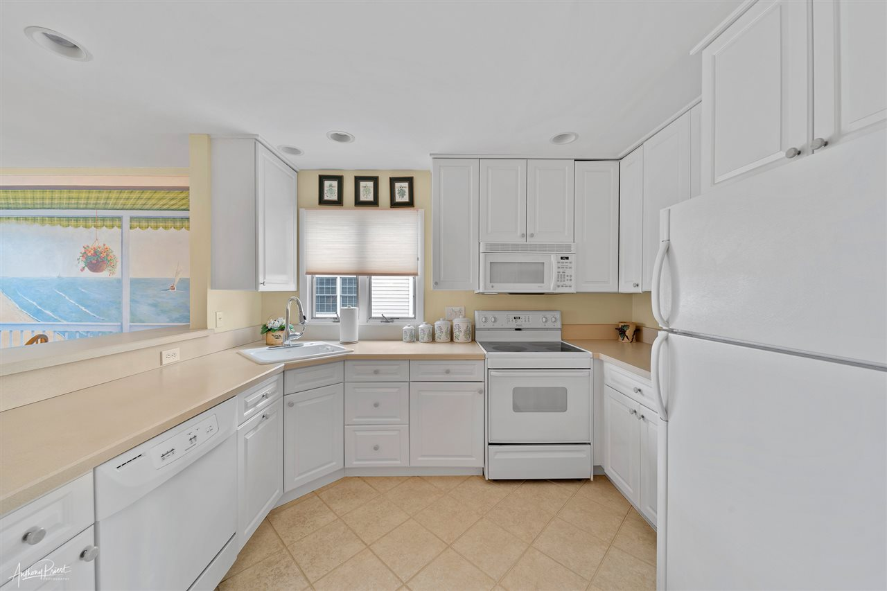 6498 Ocean Drive - Picture 3