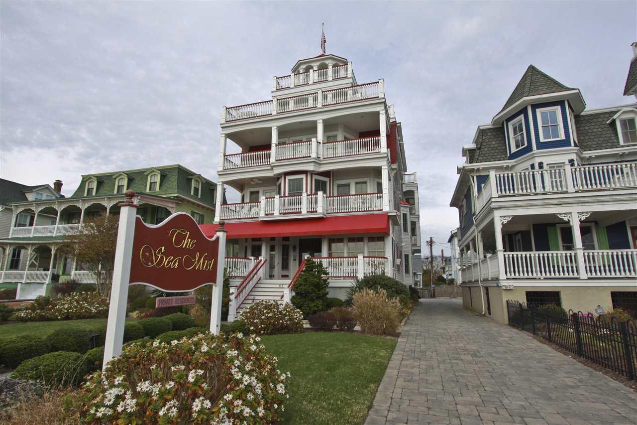927 Beach Avenue - Picture 1