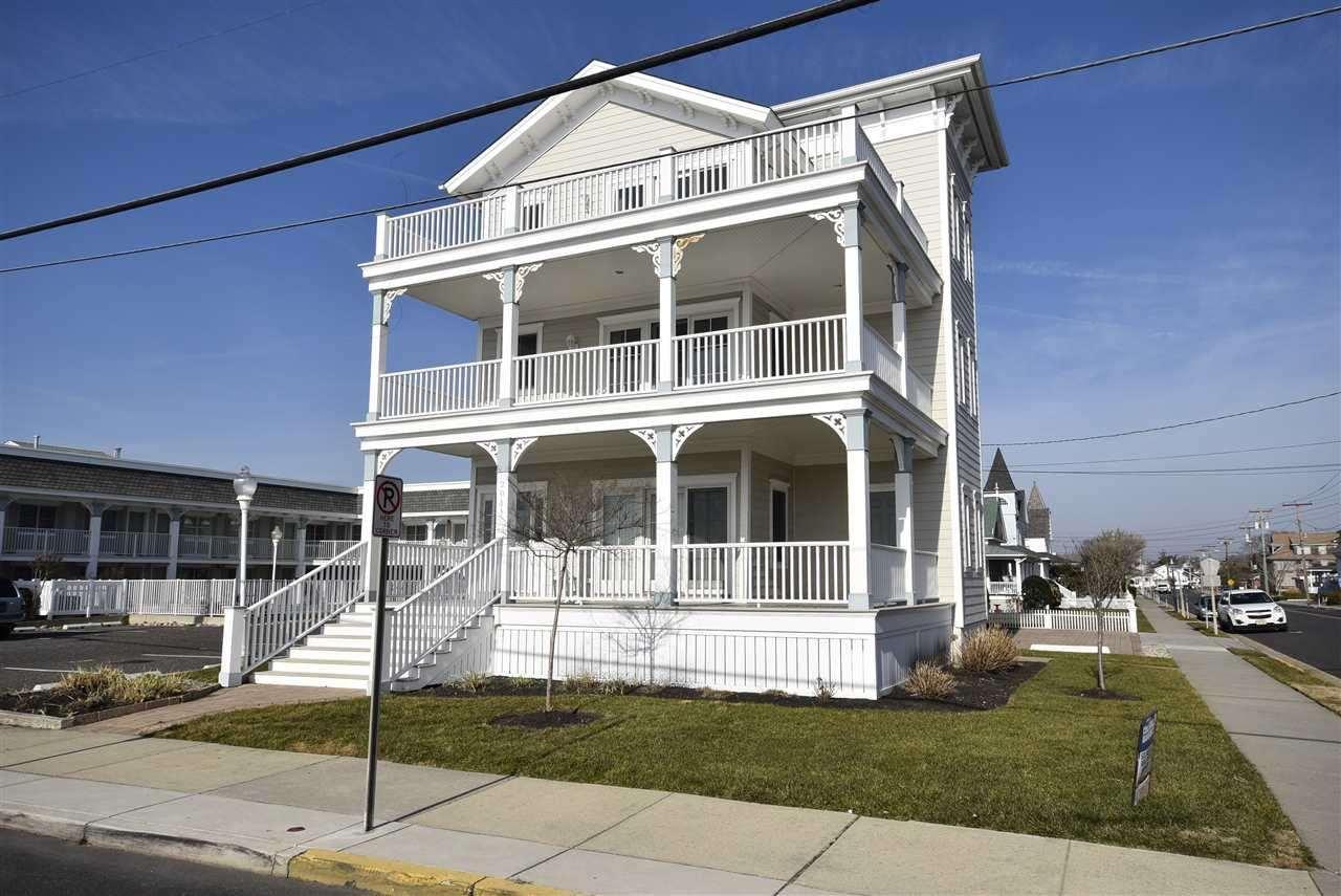 211 Beach Avenue - Picture 1