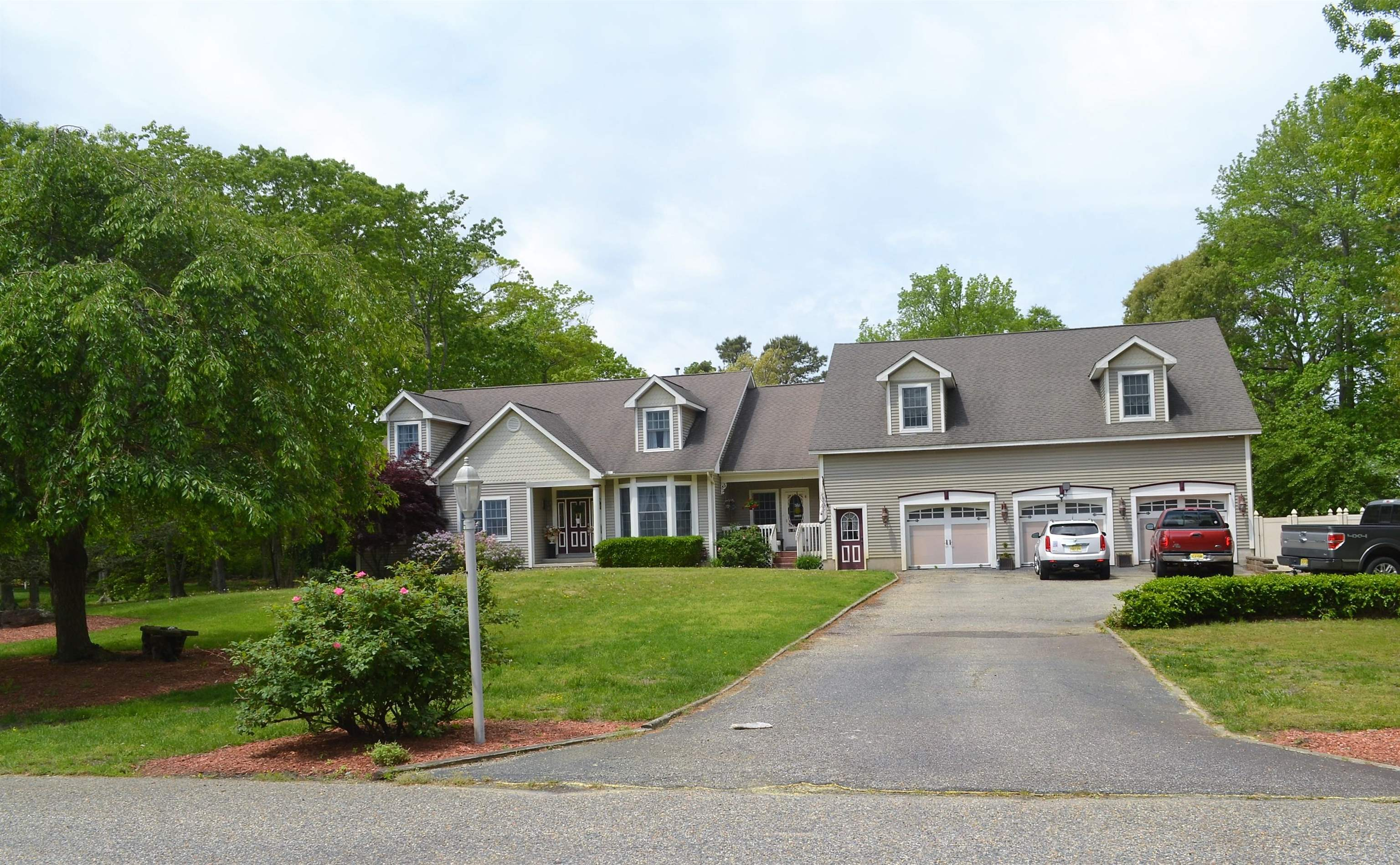 8 Saddlewood Drive - Picture 1