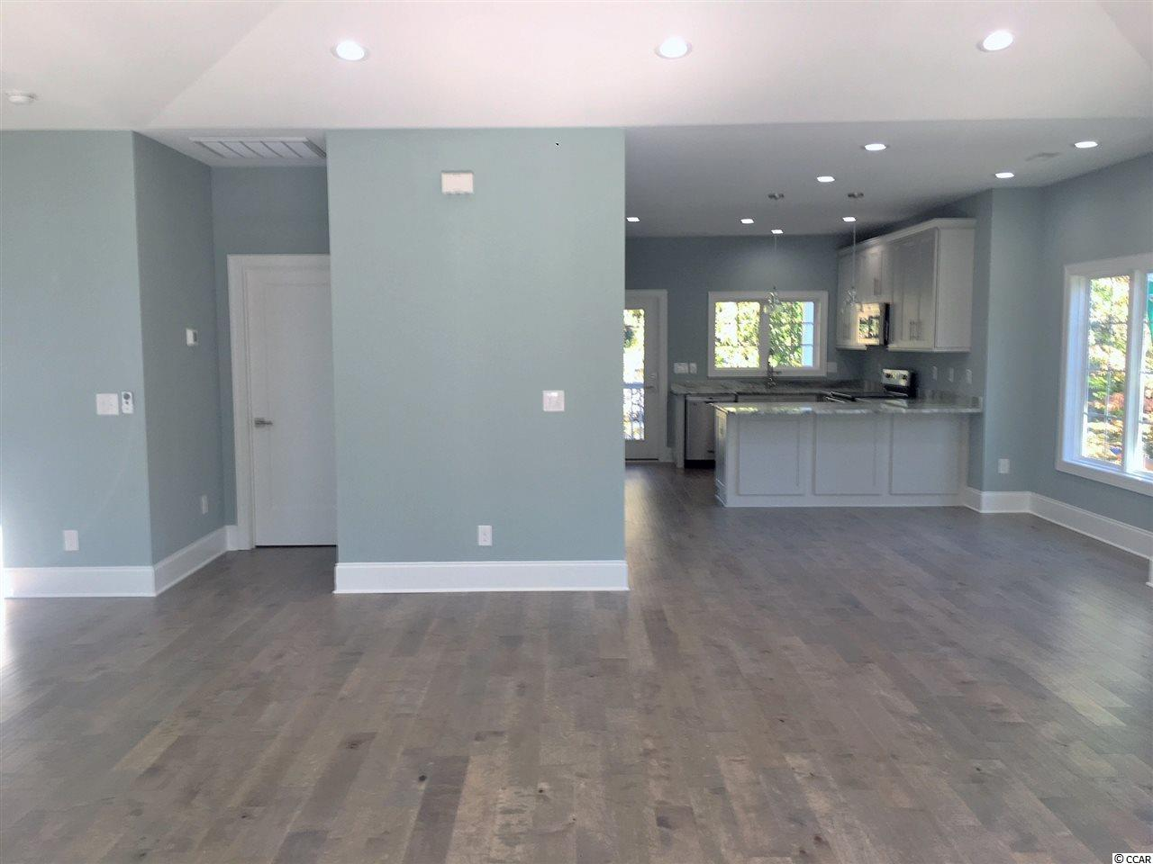 Additional photo for property listing at 628 1st Ave N 628 1st Ave N Surfside Beach, South Carolina 29575 United States