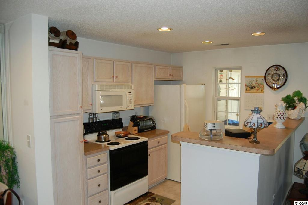 WYNBROOKE TWNHM - Townhomes condo at 400 Whinstone Drive for sale. 1718834