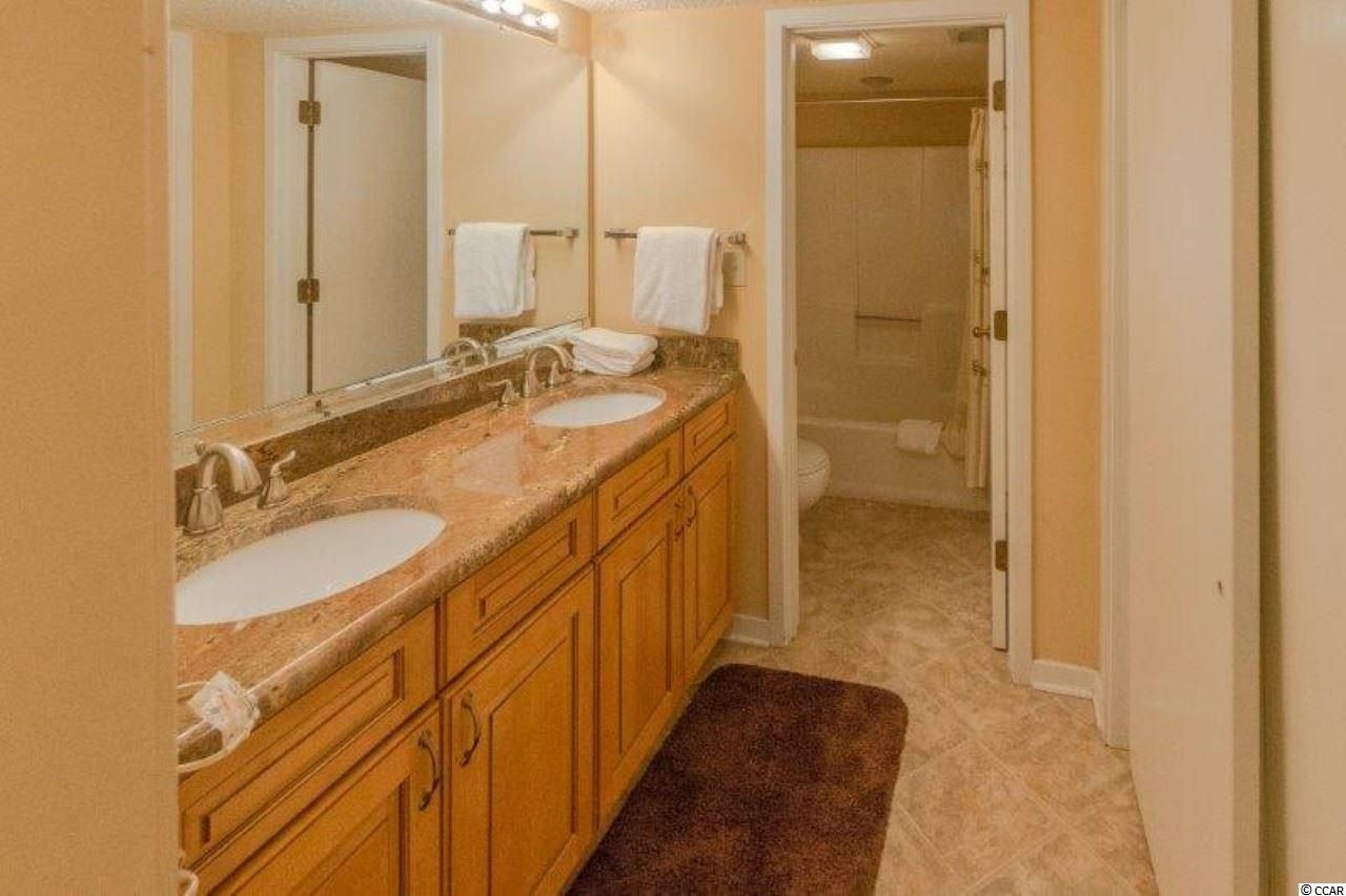 Richmond Park condo at 305 Myrtlewood Court for sale. 1813750
