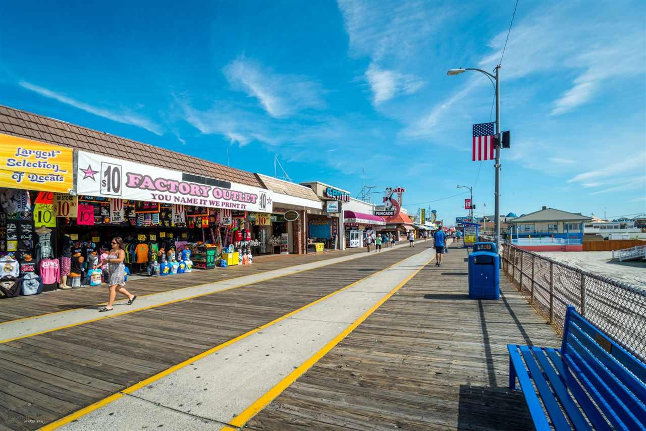 Additional photo for property listing at 3710-3712 Boardwalk 3710-3712 Boardwalk Wildwood, Nueva Jersey 08260 Estados Unidos