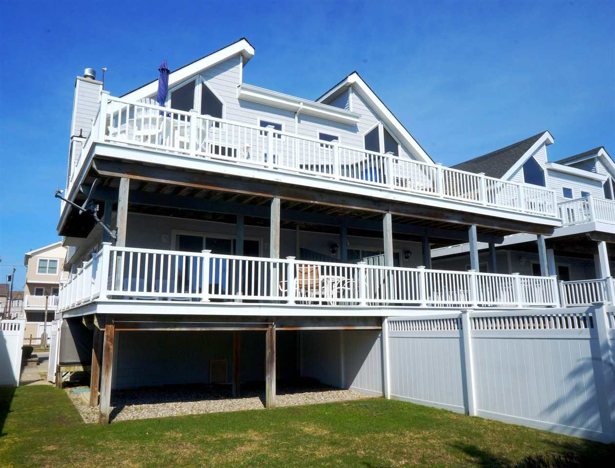 3010 S Marine Pl, Sea Isle City, NJ 08243
