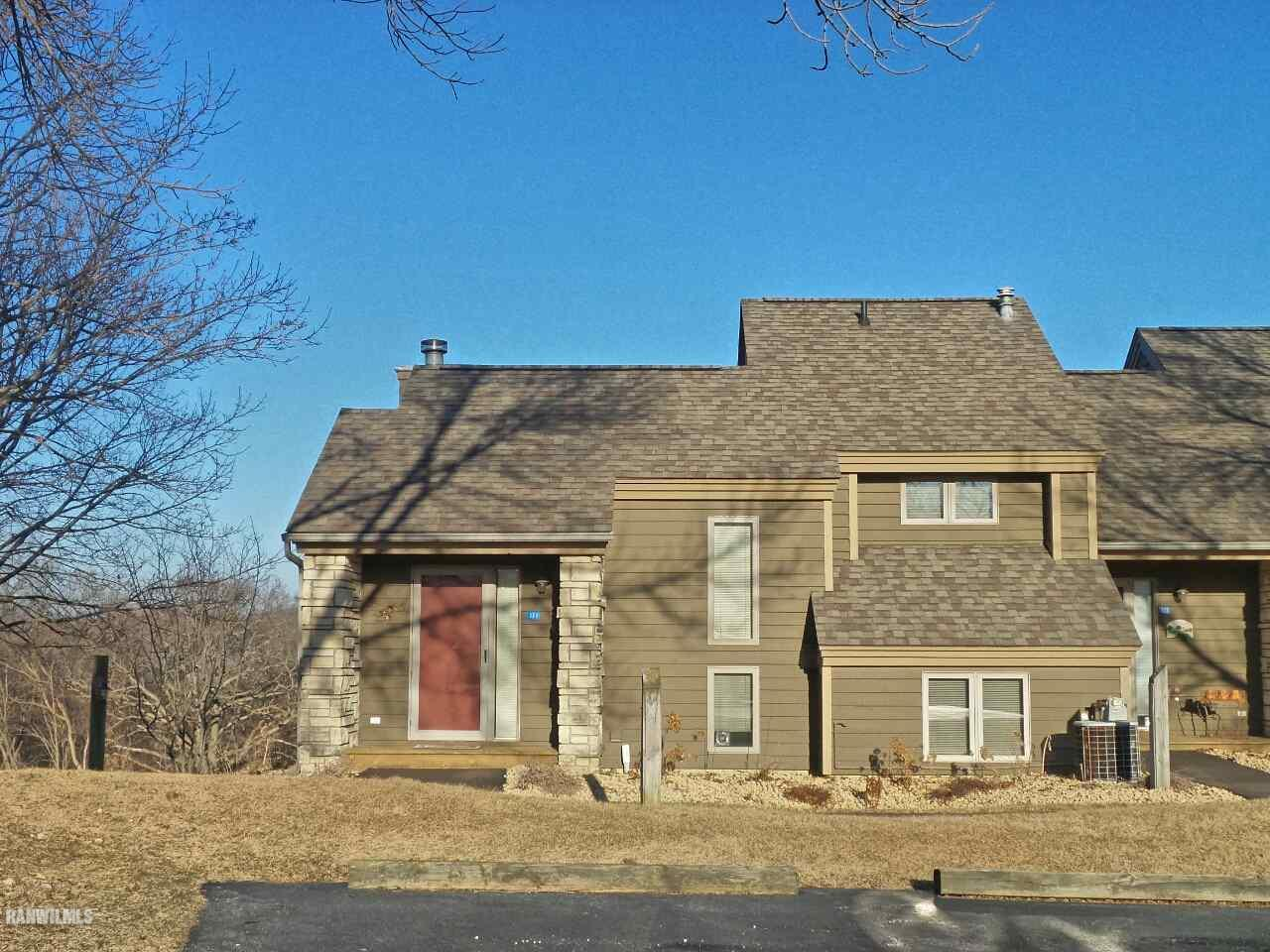 121 East Point Drive, Galena, IL 61036