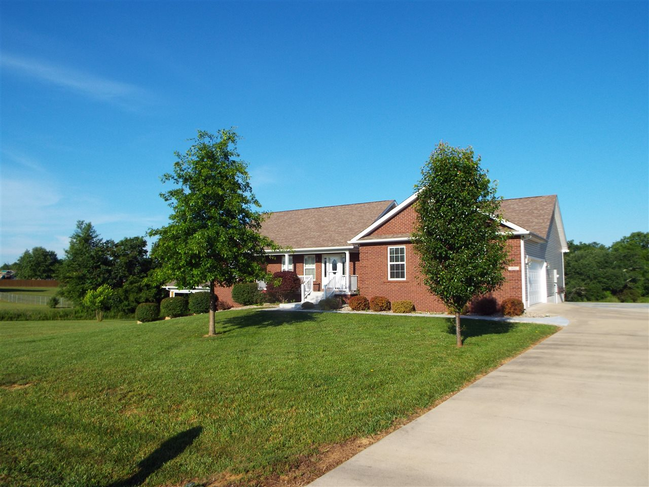 402 Roswell Drive, ELIZABETHTOWN, KY 42701