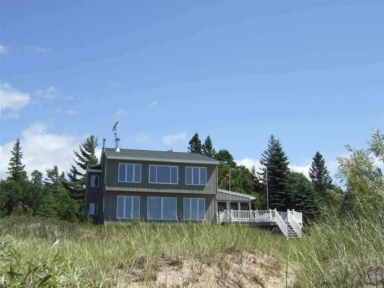 8295 Sturgeon Bay Dr., Harbor Springs, MI 49740