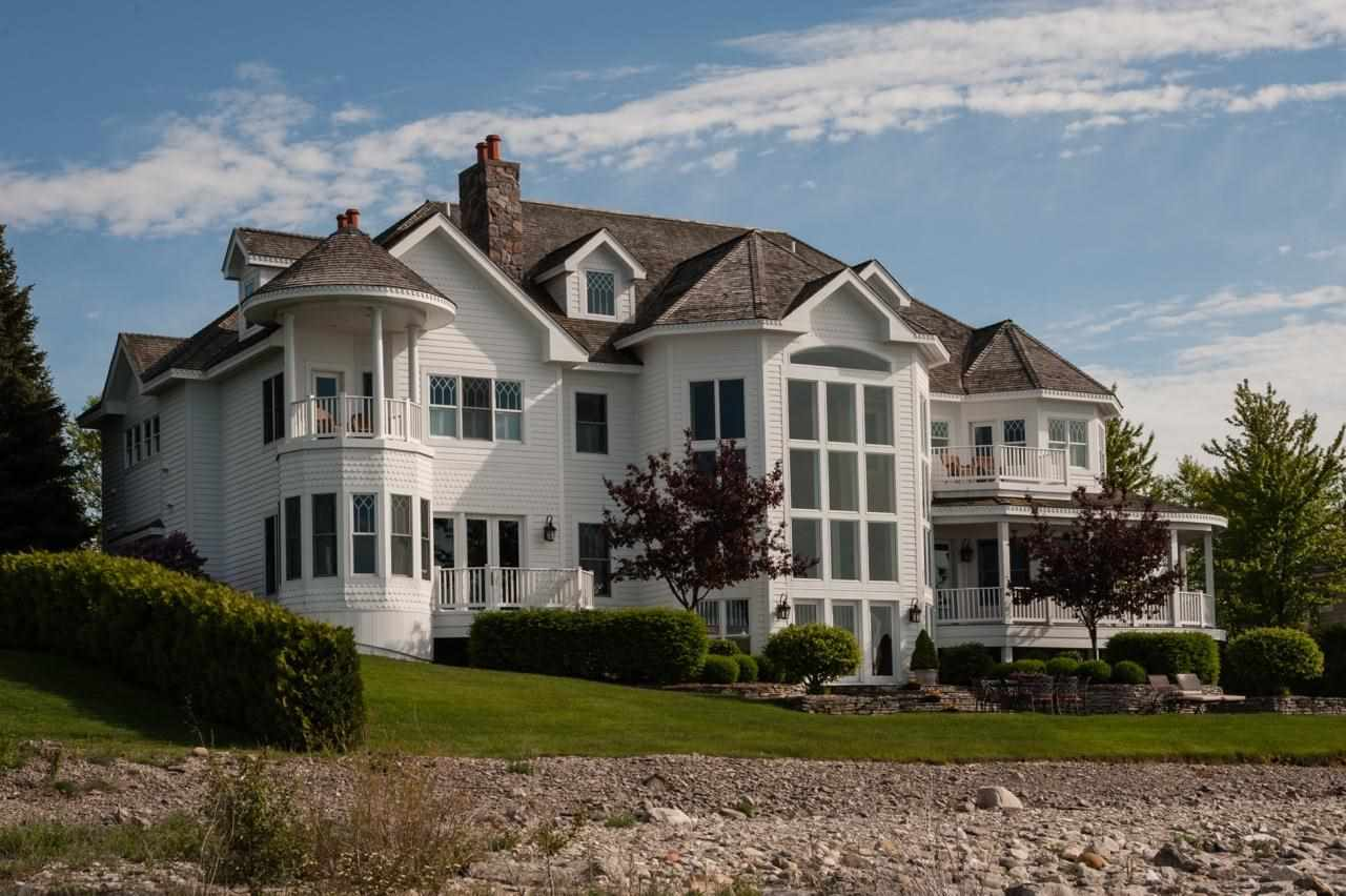 4250 Peninsula Drive, Bay Harbor, MI 49770