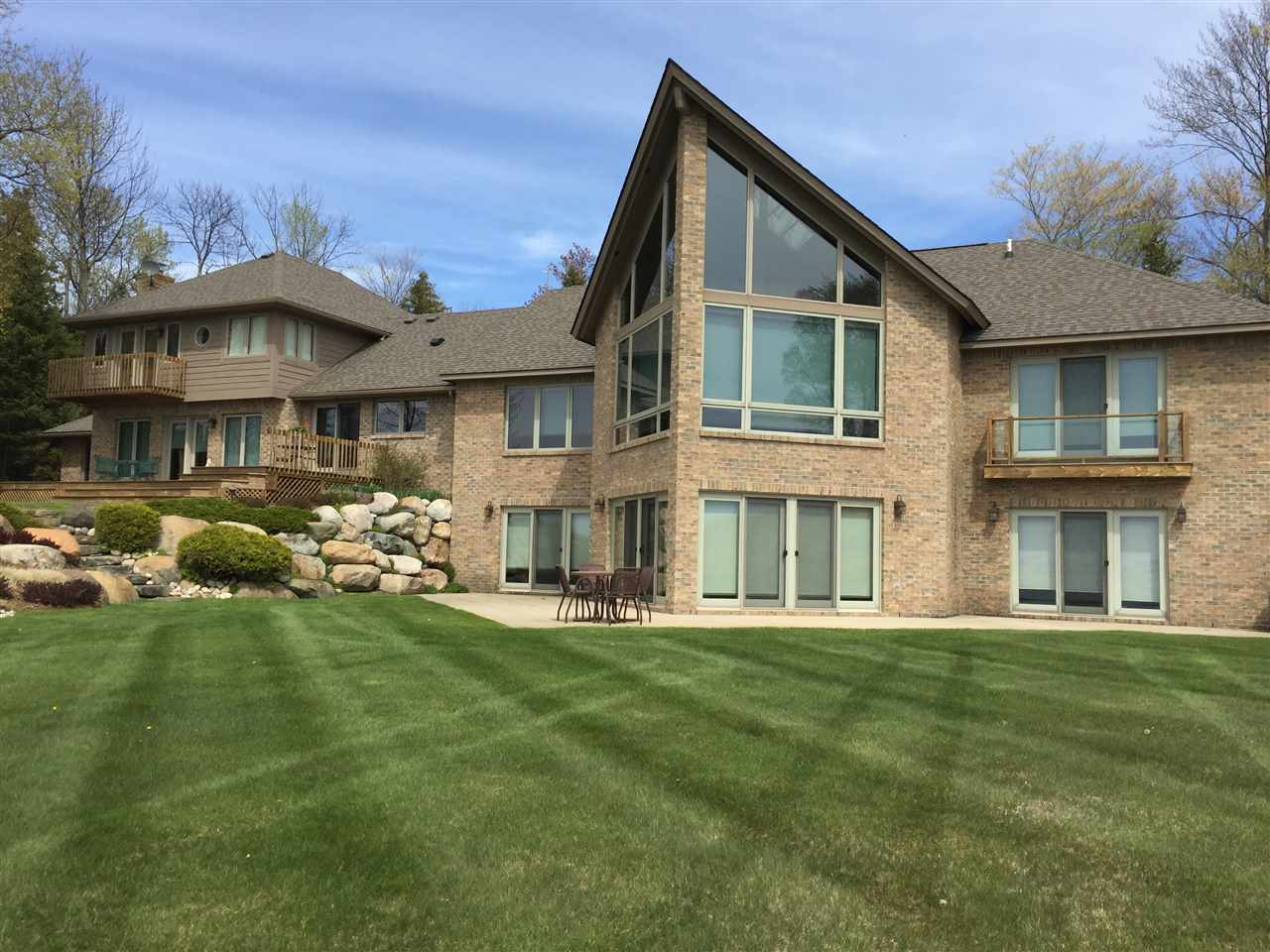 00141 Lake Shore Dr., Charlevoix, MI 49720