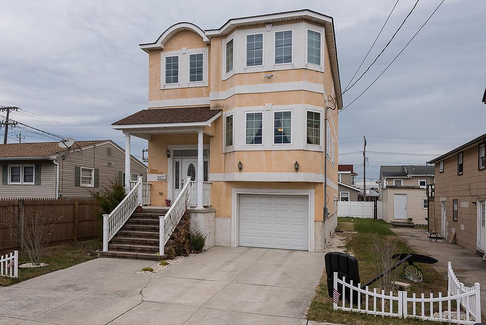 327 Oak, Wildwood