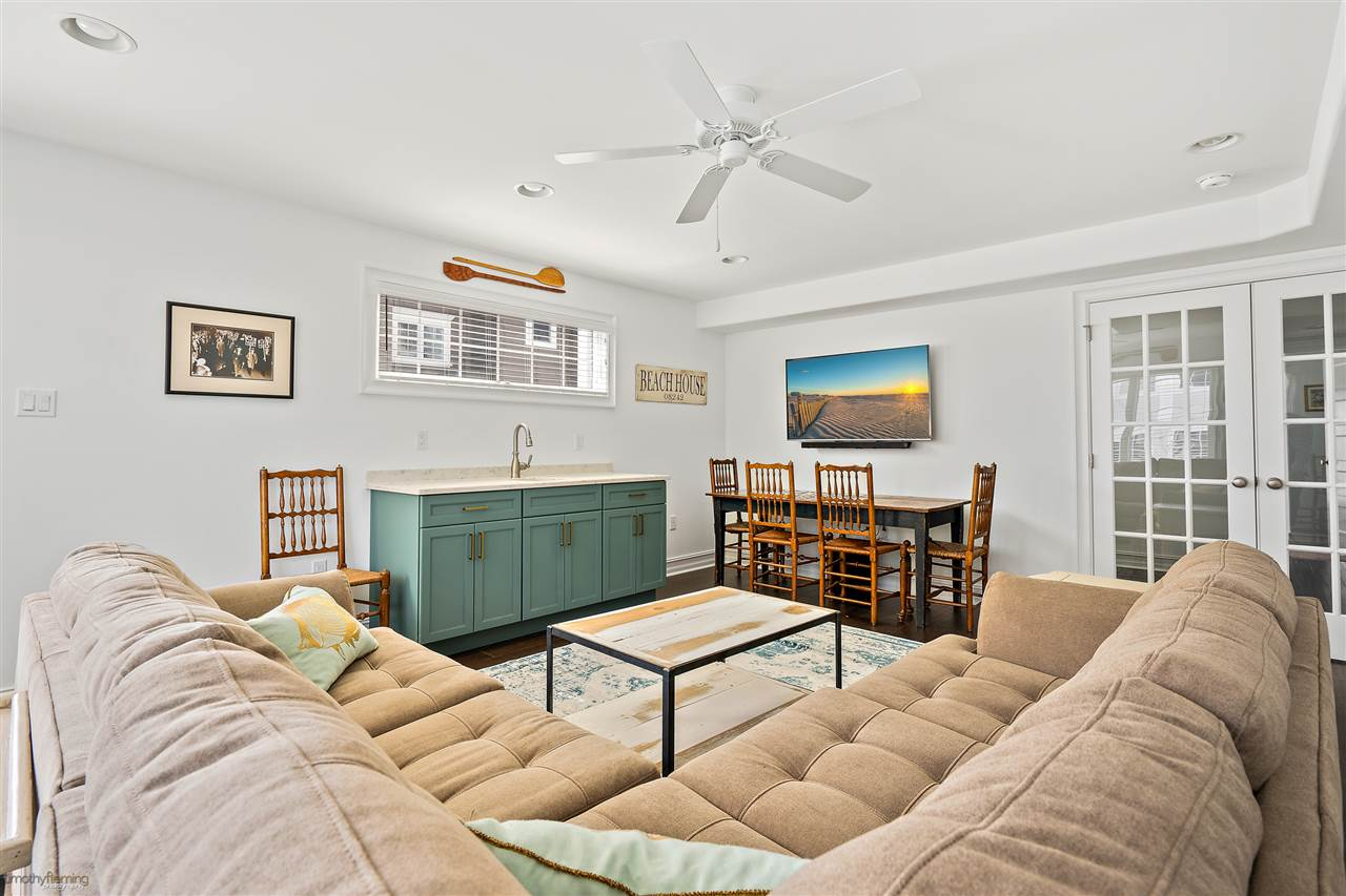 6043 Ocean Drive - Picture 5