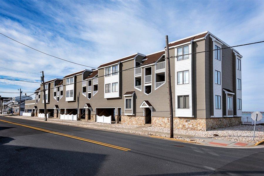 8201 Third Avenue - Stone Harbor