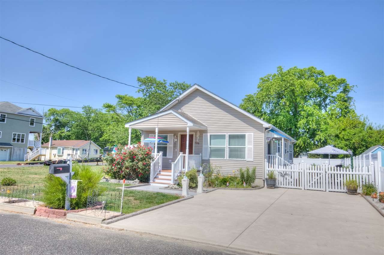 105 Pine Ave  - Del Haven