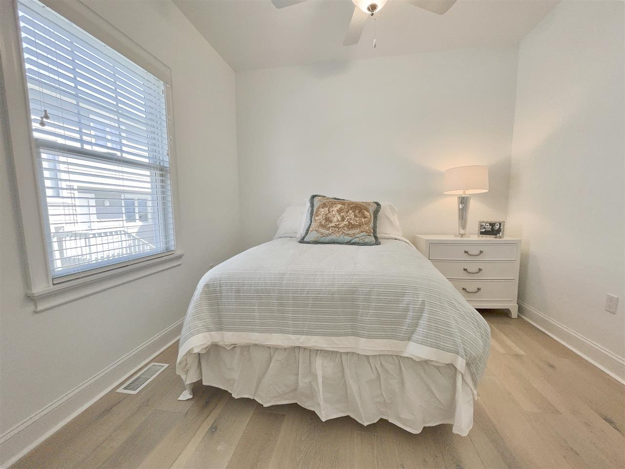 230 82nd Street - Picture 17