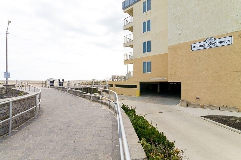 4100 Boardwalk - Picture 18
