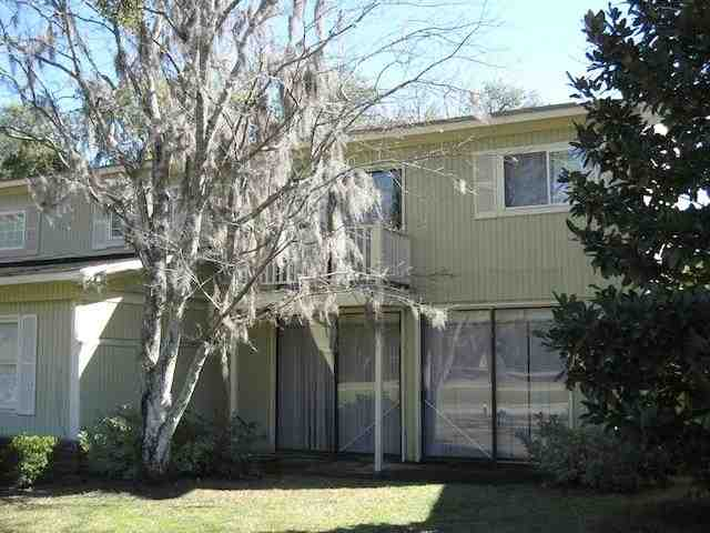 Golf course residence with pool & boat ramp access. HOA also covers trash pickup & lawn care Unit comes with a detached storage. Currently occupied by tenant.
