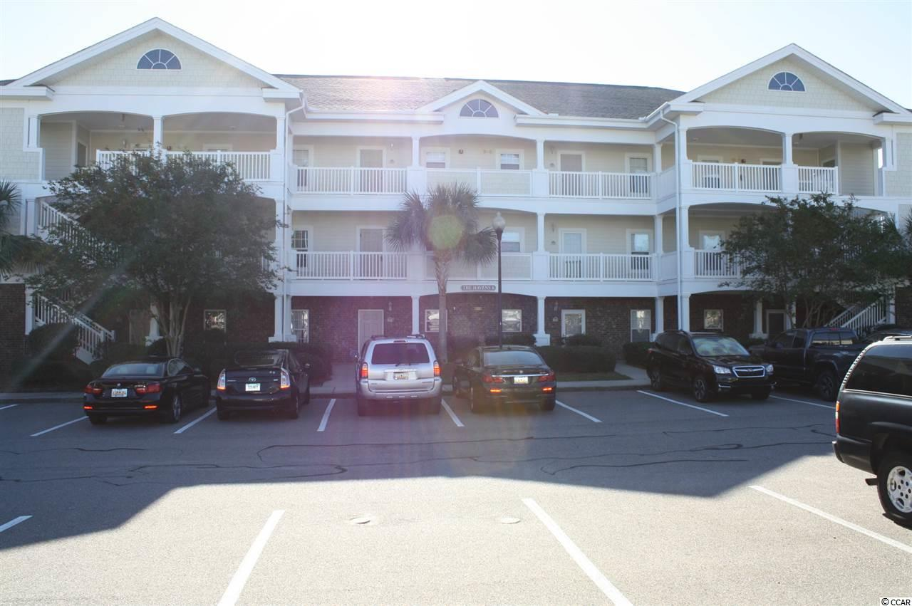 This 3rd Floor Golf Villa has amazing lake views. Great location! Only 5 minutes to the beach by car or take the shuttle service provided to Owners within Barefoot Resort. Additional Owner priviledges include a beach cabana with parking.