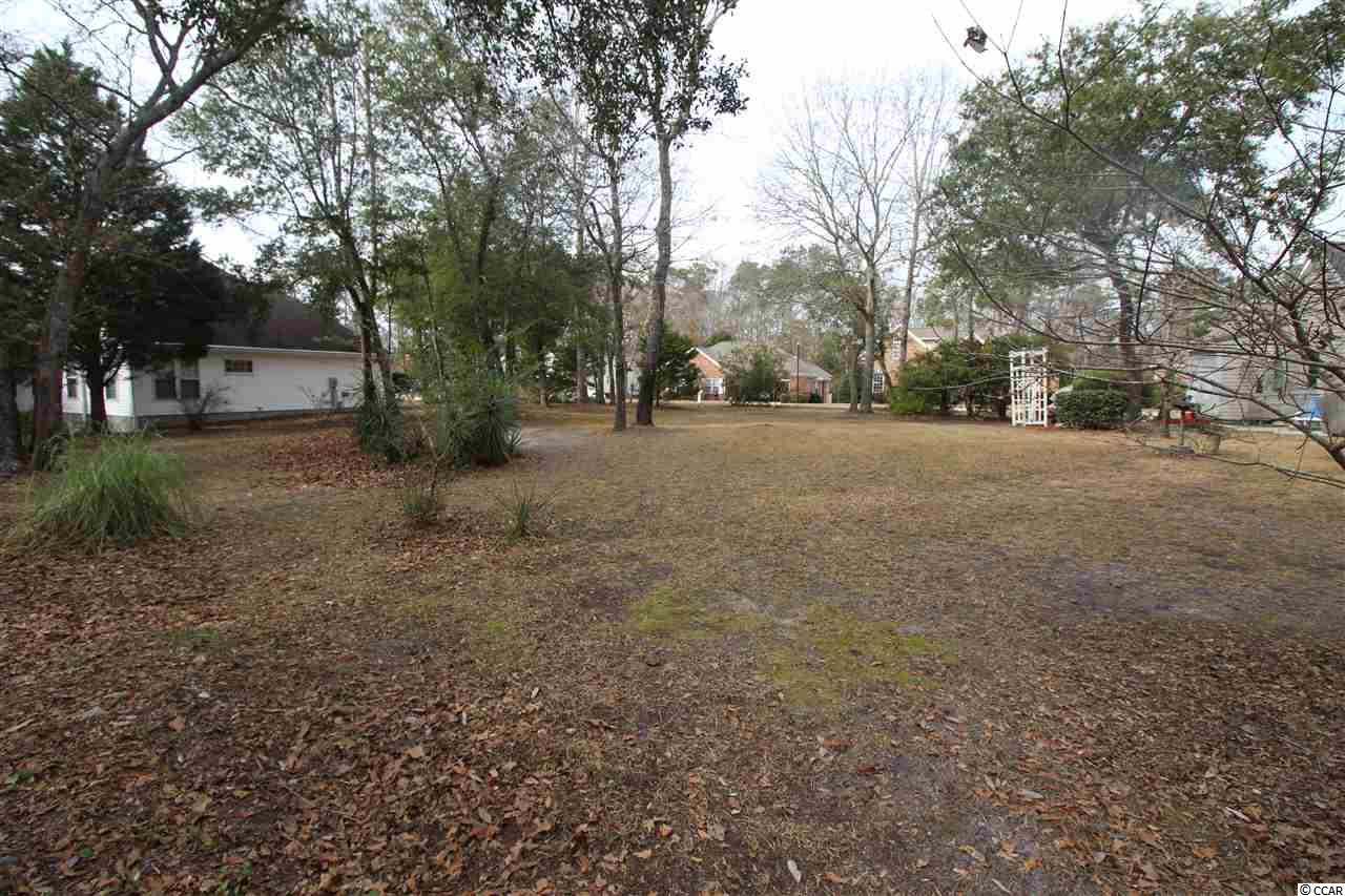 Build your dream home on this peaceful, quarter acre lot in the highly sought after community, Heather Lakes. Minimal clearing required and no timeframe to build. Heather Lakes is well known for its location near Calabash, Little River Waterfront, Championship Golf Courses and just a short drive to the beach!
