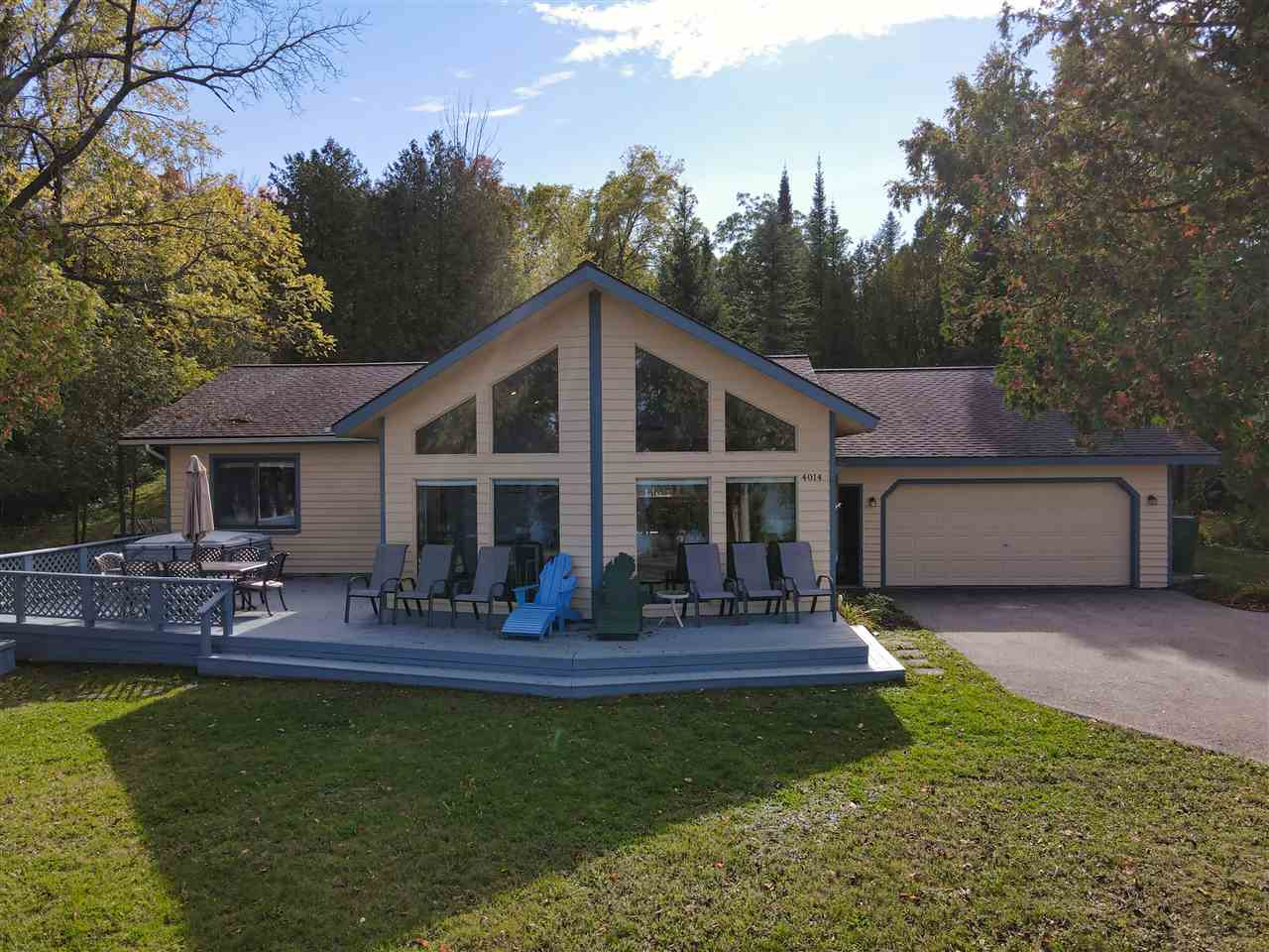 MLS 463707 - 4014  Lakeshore Dr. , Boyne City, MI