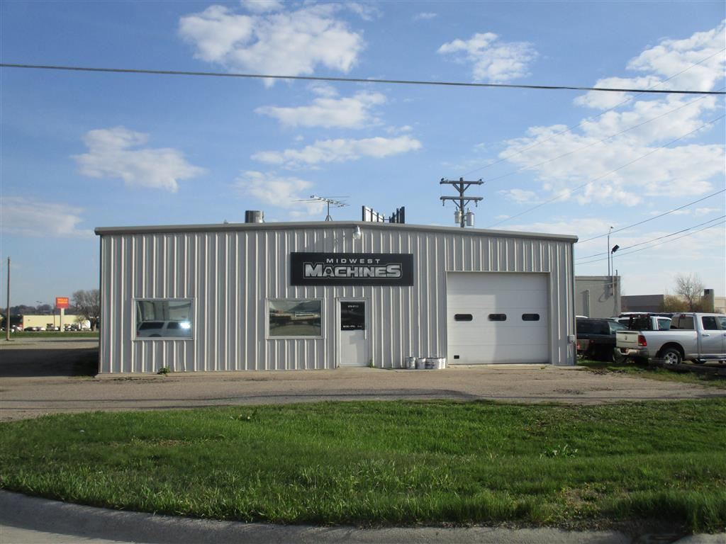 High traffic count location. 5000 sq foot commercial building with 1.68 acres. Great location- close to shopping, commercial, medical. Multi-use building. Buyer to honor lease- see Associated Docs.