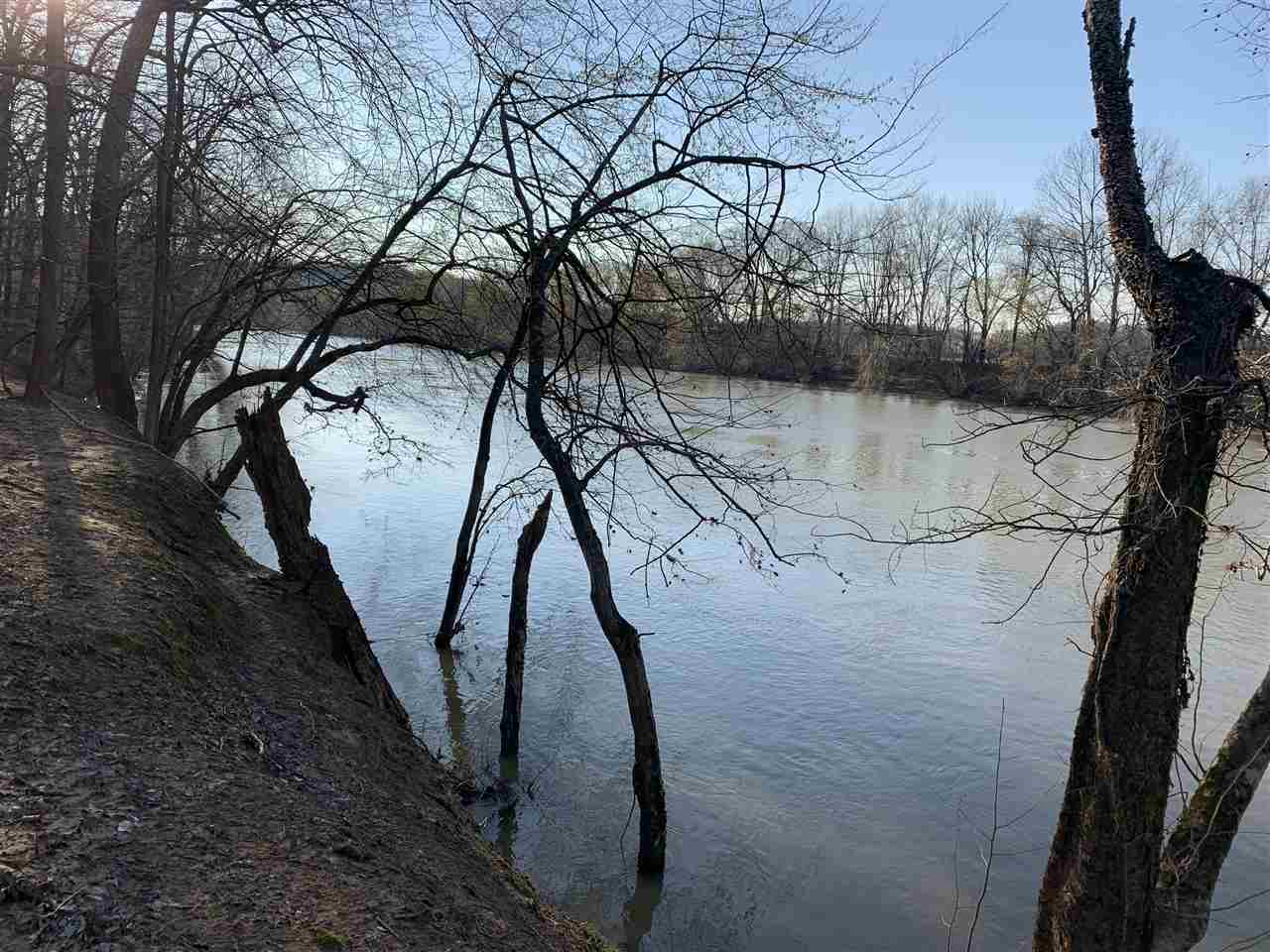 South Central Kentucky  Green River frontage! Great recreational tract that joins Green river. The property is very secluded and primitive, making it a great get away for everyone. Land has mature trees and deeded access by easement. Green River lot (1.938 acres) (Lot 12)in Butler county. Only asking $12,500.