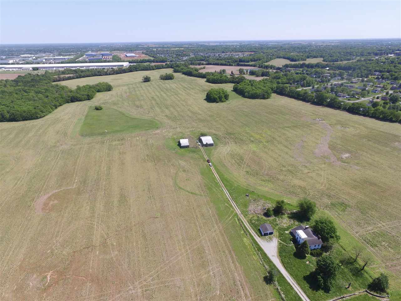 165 Acres Russellville Road 1.6 miles from the Natcher Parkway Interstate 165.  83.4 acres are zoned with 35.1 acres Light Industrial, 16.3 acres zone Highway Business, 19.9 acres zoned RM-4 high density multi-family, 12.1 acres zoned RS-1B residential single family, the balance of 81.6 acres unzoned.     Easy access to utilities.
