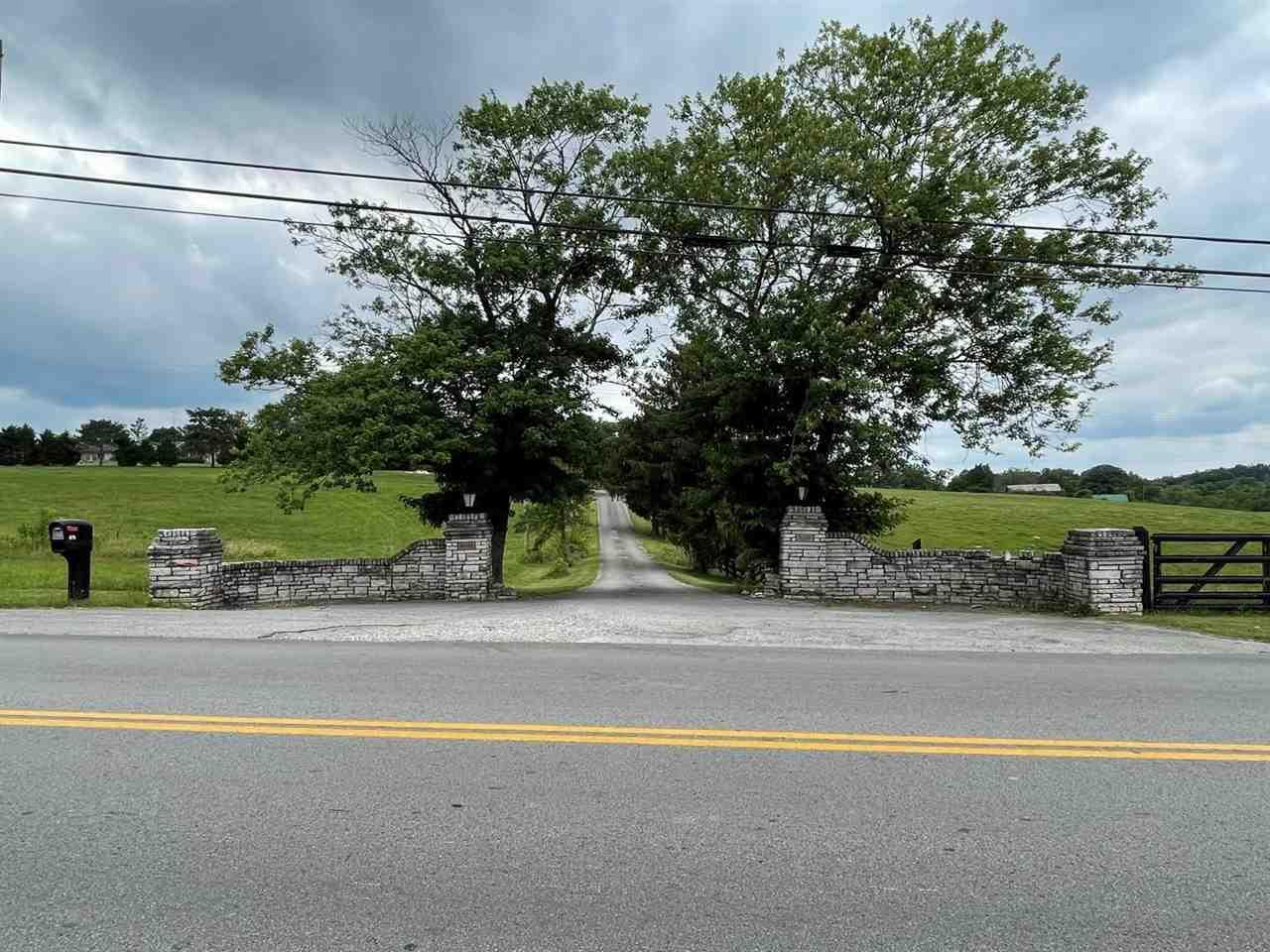 875C Smiths Grove Road, Scottsville, KY 42164